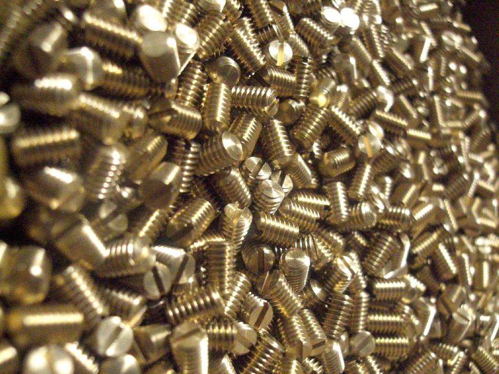 M4 réz hernyó csavar
